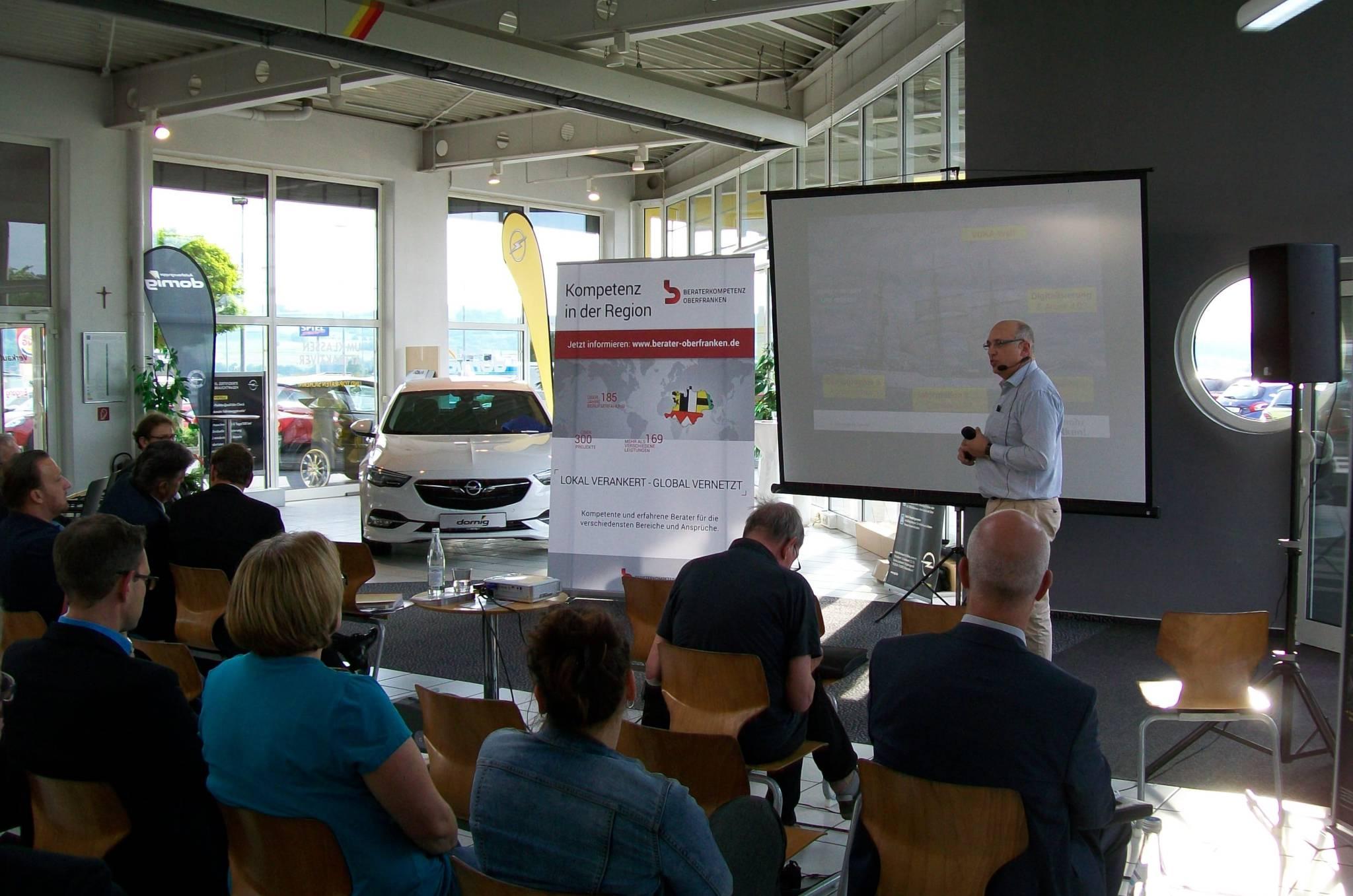 Dr. Walter Schoger mit seinem Vortrag