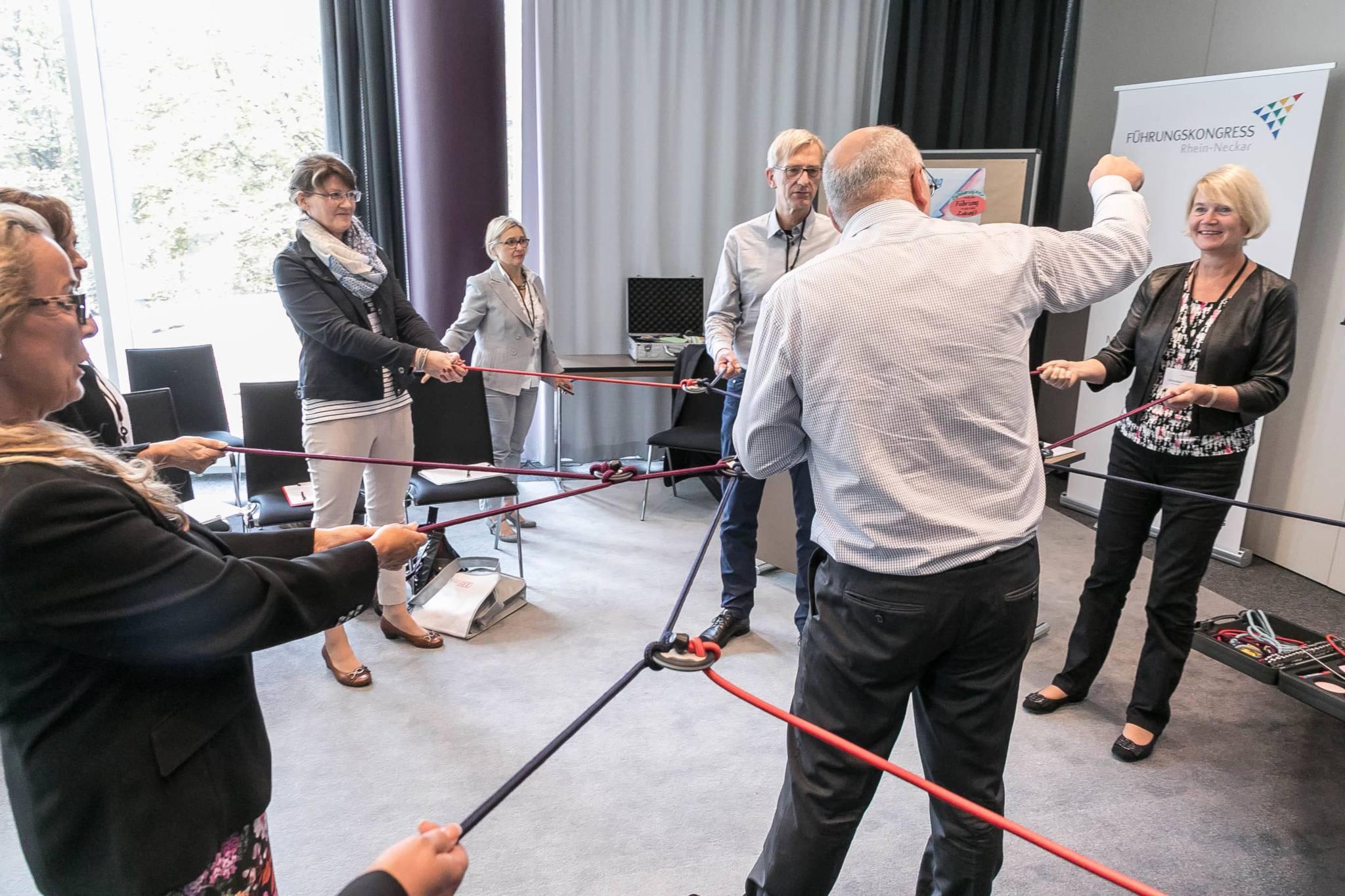 Dr. Walter Schoger mit der comforming Life-Demo beim Führungskongress Rhein-Neckar 2017